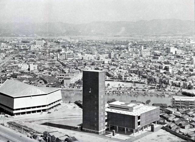 開館当初(1964年)の福岡県文化会館と福岡市民会館