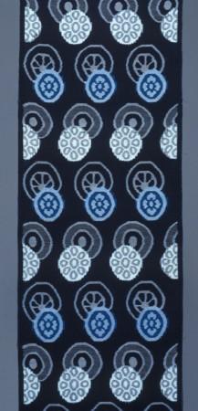 松枝玉記 久留米絣着尺「蓮文(青)」1965年、当館蔵 *前期のみ展示