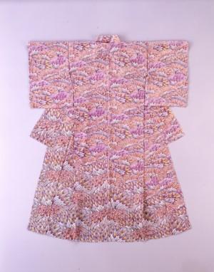 釜我敏子 型絵染着物「麦秋」1988年、当館蔵