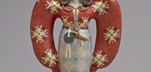 鹿児島寿蔵 紙塑人形「卑弥呼」1966年、当館蔵(泰光コレクション)