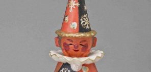 鹿児島寿蔵「紙塑人形「両面童子」」1970年、福岡県立美術館蔵(泰光コレクション)